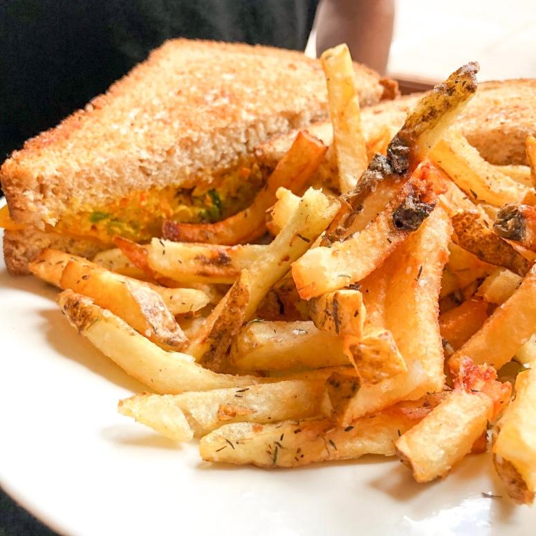 Curry Chicken Melt w/fries